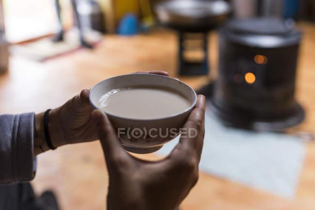 Traditional yak milk tea — Stock Photo