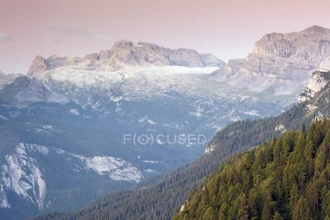 Dolomitas de Brenta desde la choza de Peller - foto de stock