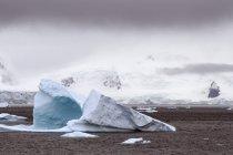 Iceberg no chão; Antártida — Fotografia de Stock