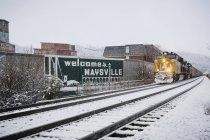 Zug fährt im Winter in Maysville ein — Stockfoto