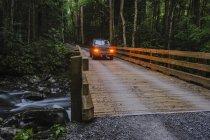 Veículo na ponte — Fotografia de Stock