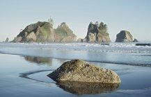 Скалы и скалы — стоковое фото