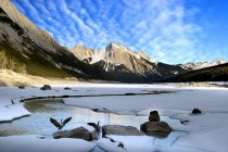 Rochas e Lago montain — Fotografia de Stock
