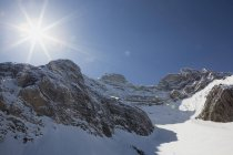 Солнечный свет над Каскадной горой — стоковое фото