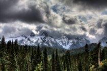 Gewitterwolken, Mount Rainier — Stockfoto