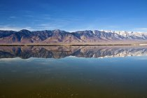 Owens Lake In Sierra Nevada Mountains — Stock Photo