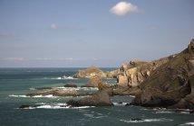 Falaises le long de la côte de l'océan Atlantique — Photo de stock