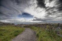 Gravel Path Leading To Ocean — Stock Photo