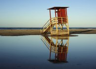 Lifeguard Tower am Ufer — Stockfoto