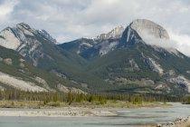 Montanhas no Parque Nacional de Jasper; Alberta, Canadá — Fotografia de Stock
