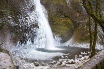 Horsetail Falls sulle scogliere — Foto stock