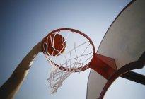 Basketball-Spieler mit ball — Stockfoto