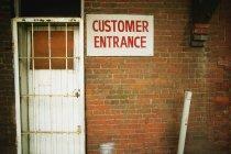 Wenig einladender Kundenzugang — Stockfoto