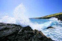 Waves Crashing On Rocks — Stock Photo
