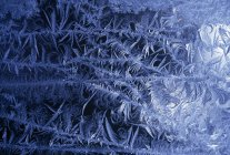 Крупним планом Мороз взимку візерунок на вікні — стокове фото