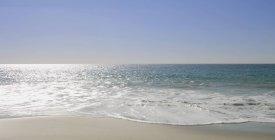 Морський пейзаж з хвилястим води — стокове фото