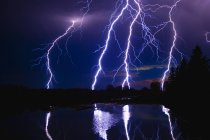 Orage sur le lac — Photo de stock