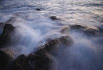 Temporisation de l'eau qui coule — Photo de stock