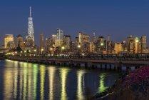 Skyline di Manhattan al crepuscolo — Foto stock