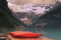Canoes Lined On  Dock — Stock Photo