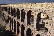 Roman Aqueduct building — Stock Photo