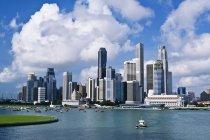 Cidade de Cingapura contra água — Fotografia de Stock