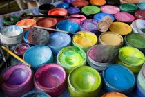 Suministros de pintura en casos interiores - foto de stock