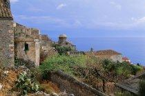 Перегляд стародавньої будівлі на пагорбі — стокове фото