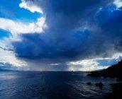 Douche de pluie sur Lough Foyle — Photo de stock