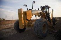 Motoniveladora usando construção de estrada — Fotografia de Stock