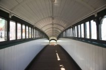 Covered pedestrian walkway in Tynemouth, Tyne and Wear, England — Stock Photo