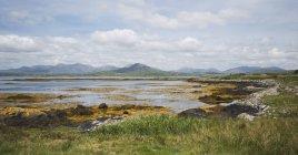 Margem do rio no Parque Nacional de Connemara — Fotografia de Stock