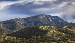 Tempesta passa sopra le montagne di Sandia — Foto stock