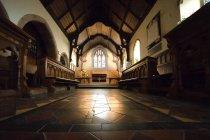 Innere der Kirche tagsüber, — Stockfoto