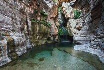 Cascada y piscina, chasis de los elfos - foto de stock