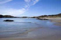 Вода миття вгору на березі Derrynane пляжі — стокове фото