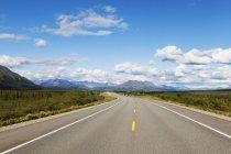 Route avec extérieur rayures — Photo de stock