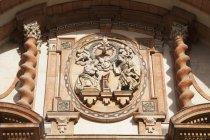 Фасад багато прикрашений на собор — стокове фото