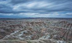 Las nubes overtop del Parque Nacional de badlands - foto de stock