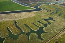 Canaux de terres agricoles et de la rivière — Photo de stock