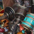 Бусы и декоративные китайские предметы — стоковое фото