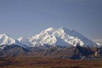Les montagnes couvertes de neige — Photo de stock
