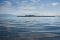 Paysage marin et vue île Trial et montagnes — Photo de stock