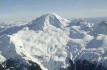 Schlafender schneebedeckten Vulkan — Stockfoto