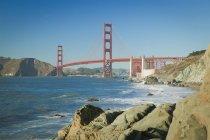 Мост Золотые ворота от пляжа Бейкер — стоковое фото