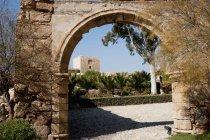 Arco de entrada para cerco — Fotografia de Stock