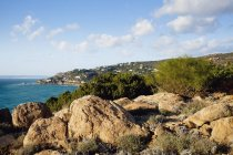 Vista do litoral rochoso — Fotografia de Stock