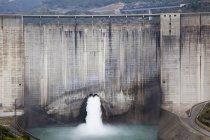 Represa de agua cerca de Granada; Andalucía, España - foto de stock