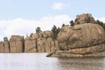 Coste rocciose del lago — Foto stock