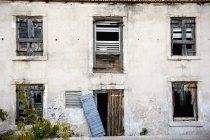 Maison délabrée et abandonnée — Photo de stock